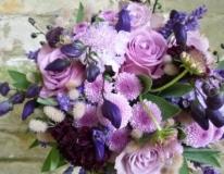 brudbukett-blandad-lila